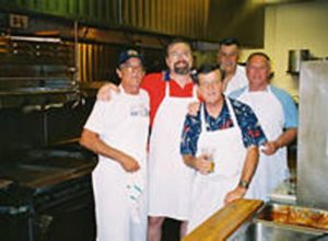 2006 06 26-01 vfw-members-cooking-at-the-Moose-Lodge