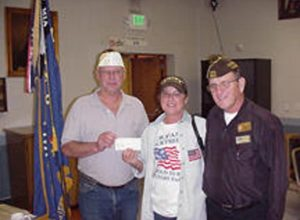 2006 11 14-03 VFW-200-dollar-Donation-to-MOMs