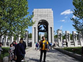 2013-04-20-Honor_Flight_WWII_Memorial