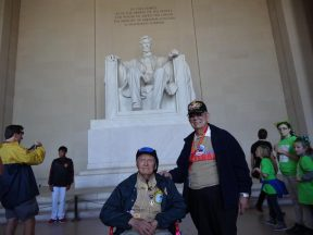 2013 04 20i-Honor Flight at Lincoln Memorial