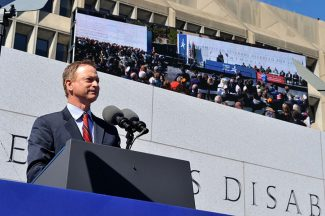 2014 10 05g-Disabled Veterans Memorial Dedication-Gary Sinise