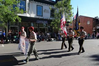 2014-11-02-AMVETS_Honor_Guard_at_Pleasanton_Parade