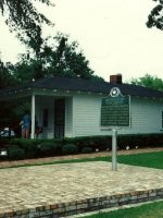1986-05d-Elvis Presley's birthplace in Tupelo, Miss
