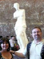 2010-06ze-Mary & Michael with the Venus  de Milo in the Louvre Museum in Paris, France