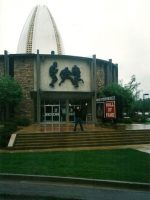 2002-05b-Michael at the Pro Football Hall of Fame in Canton, Ohio
