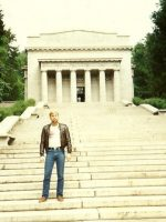 1986-05b-Michael at Lincoln Birthplace Monument in Kentucky